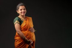 expecting_mother_in_saree.jpg